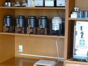 自慢の泡盛5種 生ビールなど販売しています 麦茶、コーヒーなどは無料サービスです