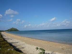 宿から徒歩数分の場所にある野底ビーチ、プライベートビーチ感覚で寛げます